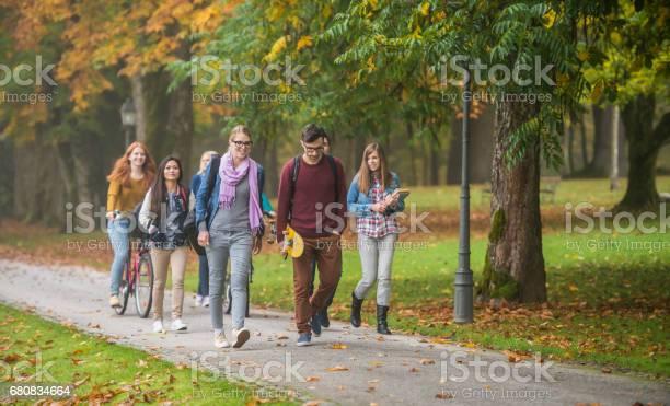 University students walking in campus picture id680834664?b=1&k=6&m=680834664&s=612x612&h=ilfi6x5cay6bcjjalyq06xfintabgvg4oy1z6dv7bxg=