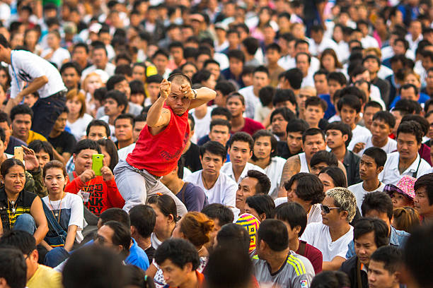 unbekannter die teilnehmer von großen tag der zeremonie können khuen khong an - buddhist tattoos stock-fotos und bilder