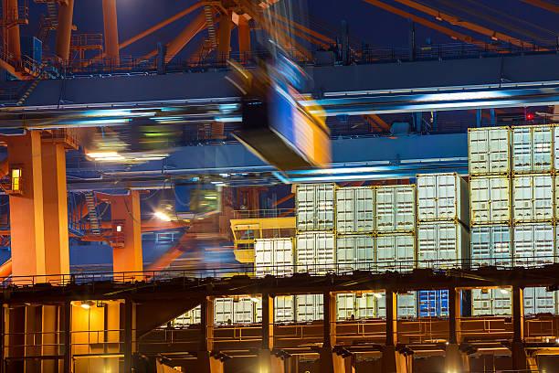 Entladen Containern – Foto