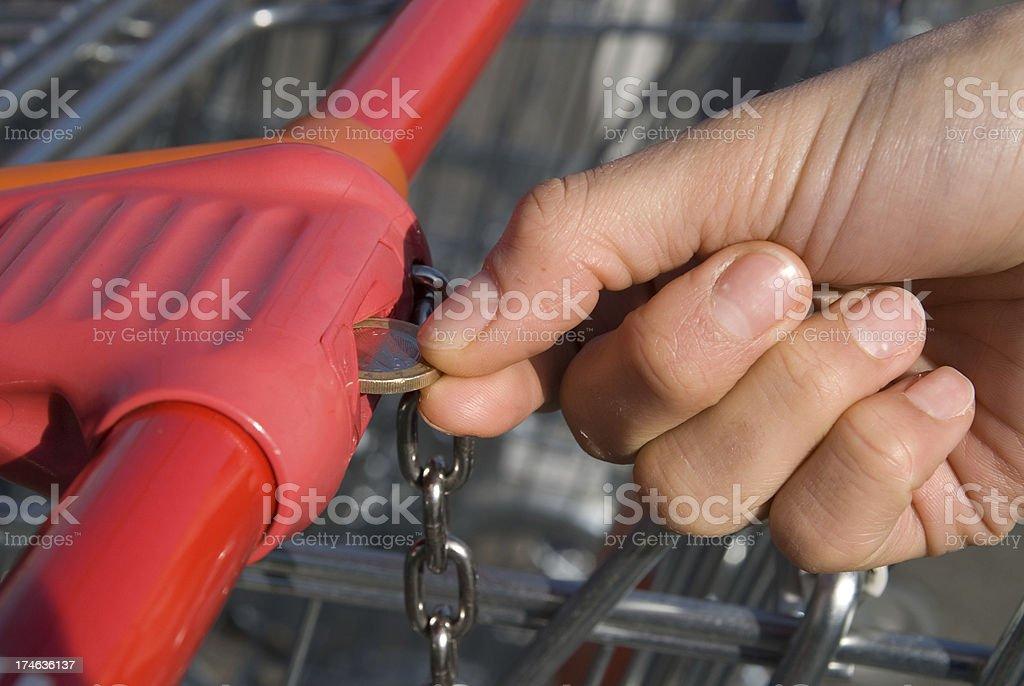 unlock shopping cart - Münze für Einkaufswagen stock photo