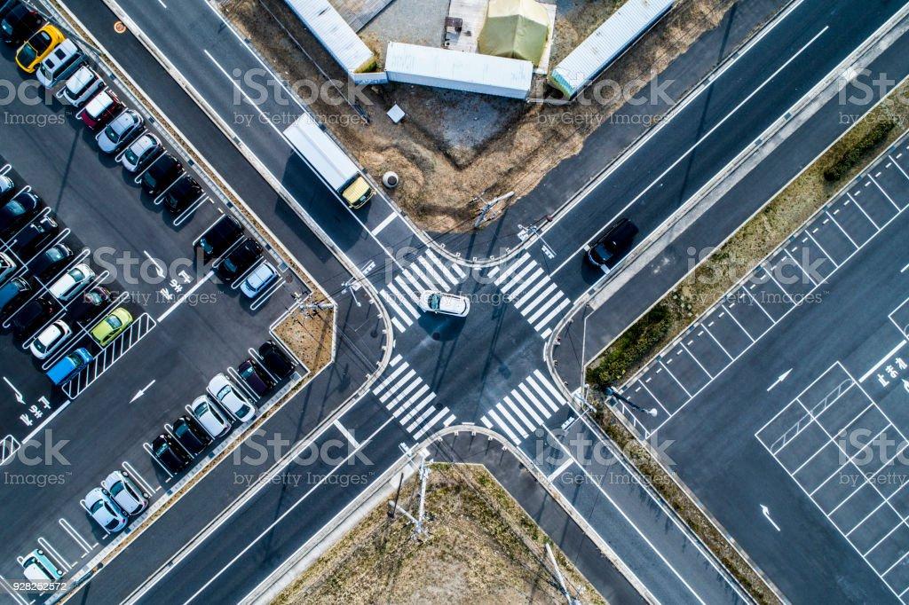 Unbemannte Parkplatz und Parkplatz, wo viele Autos geparkt werden. - Lizenzfrei Ansicht von oben Stock-Foto