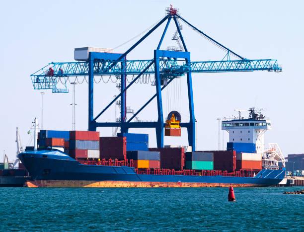 Unöovende Frachtcontainer – Foto