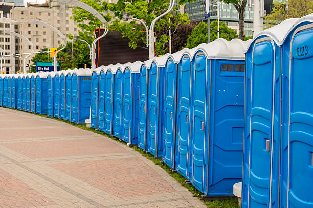 unoccupied a deserted row of portable toilets portable toilet stock pictures, royalty-free photos & images