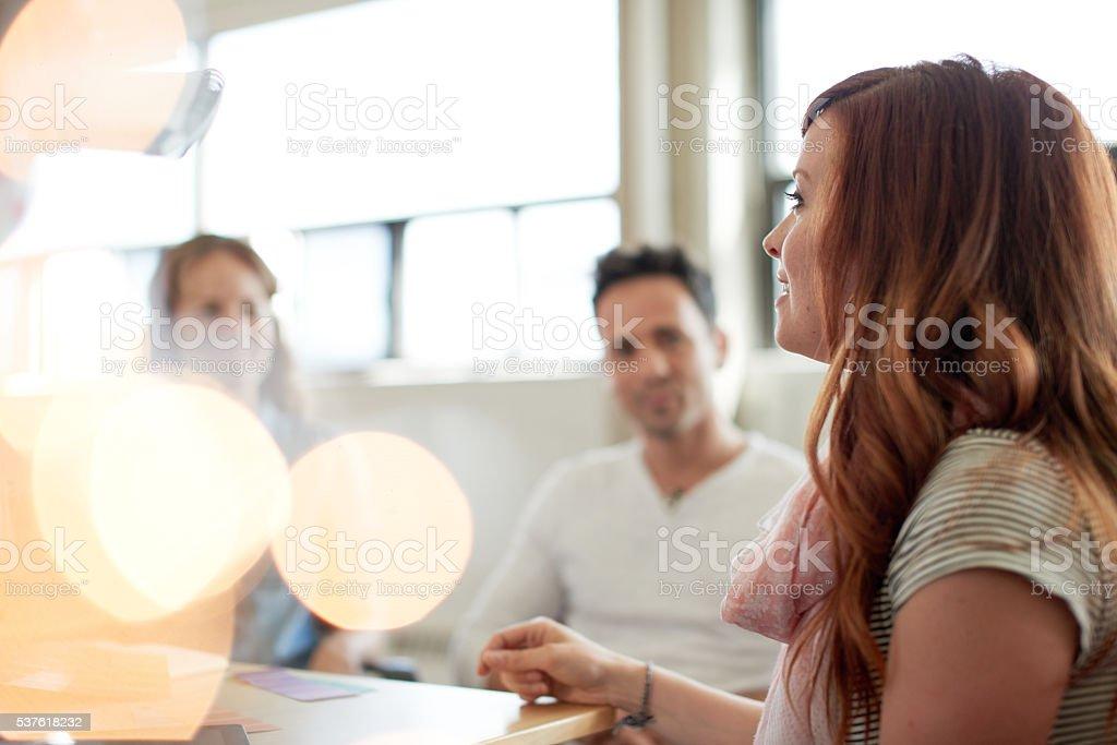 Evitar Grupo de creativa las personas de negocios, en un concepto abierto - foto de stock