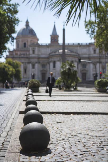 unrecognizable business man in rome - roma foto e immagini stock