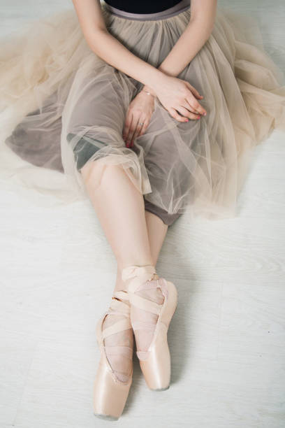 unrecognizable girl ballerina in pointe - dance group stock photos and pictures