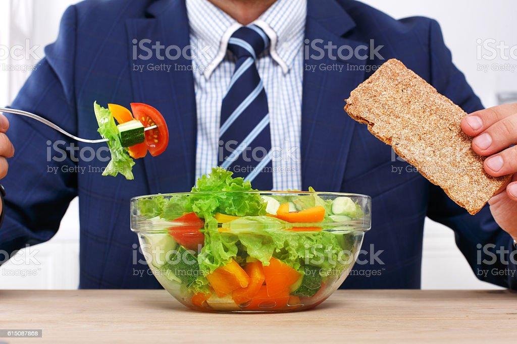 Nicht erkennbare Mann hat ein gesundes Geschäftsessen in modernes Büro - Lizenzfrei Abnehmen Stock-Foto