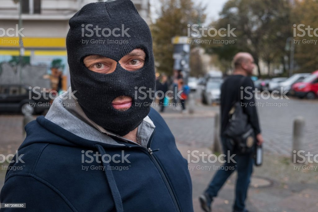 Unrecognizable masked man looking to the camera. Outdoors - fotografia de stock