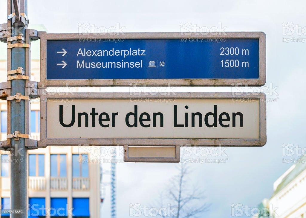 Unter Höhle Linden Straße Richtung Platte in Berlin – Foto