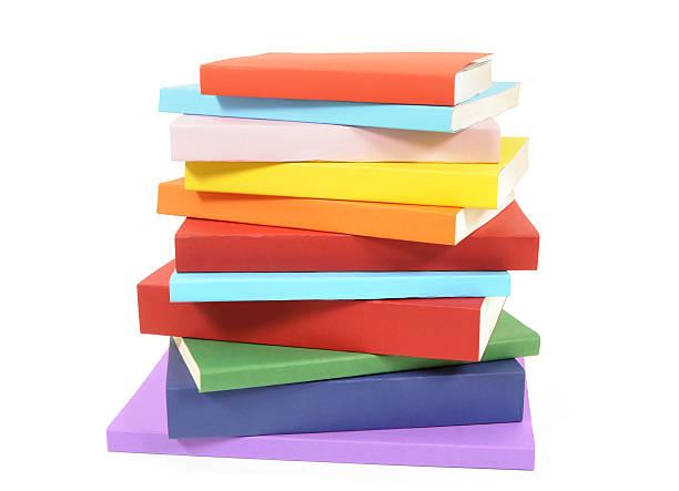 não harmonioso pilha de livros coloridos livro de capa mole - brochura - fotografias e filmes do acervo