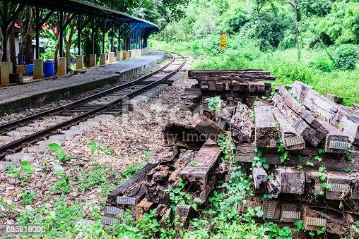 Unused Wooden Railway Sleepers Near Railway Track Stock-Fotografie und mehr Bilder von Alt