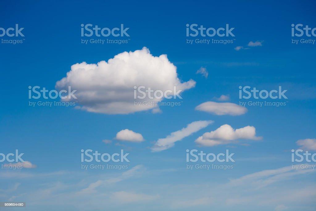 Cielo de verano inusual durante el día. - Foto de stock de Aire libre libre de derechos