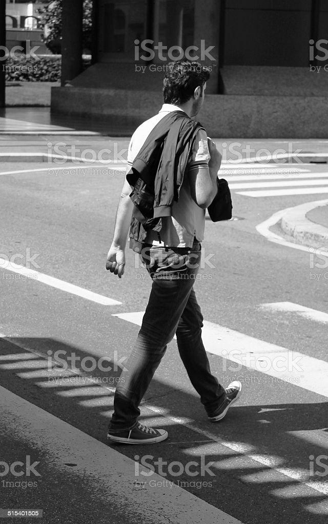 uomo per strada stock photo