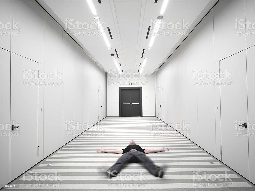uomo sdraiato royalty-free stock photo