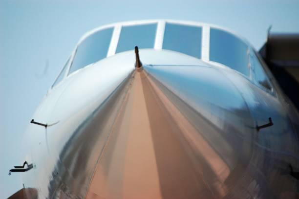 up close and personal avec le jet de la concorde - avion supersonique concorde photos et images de collection