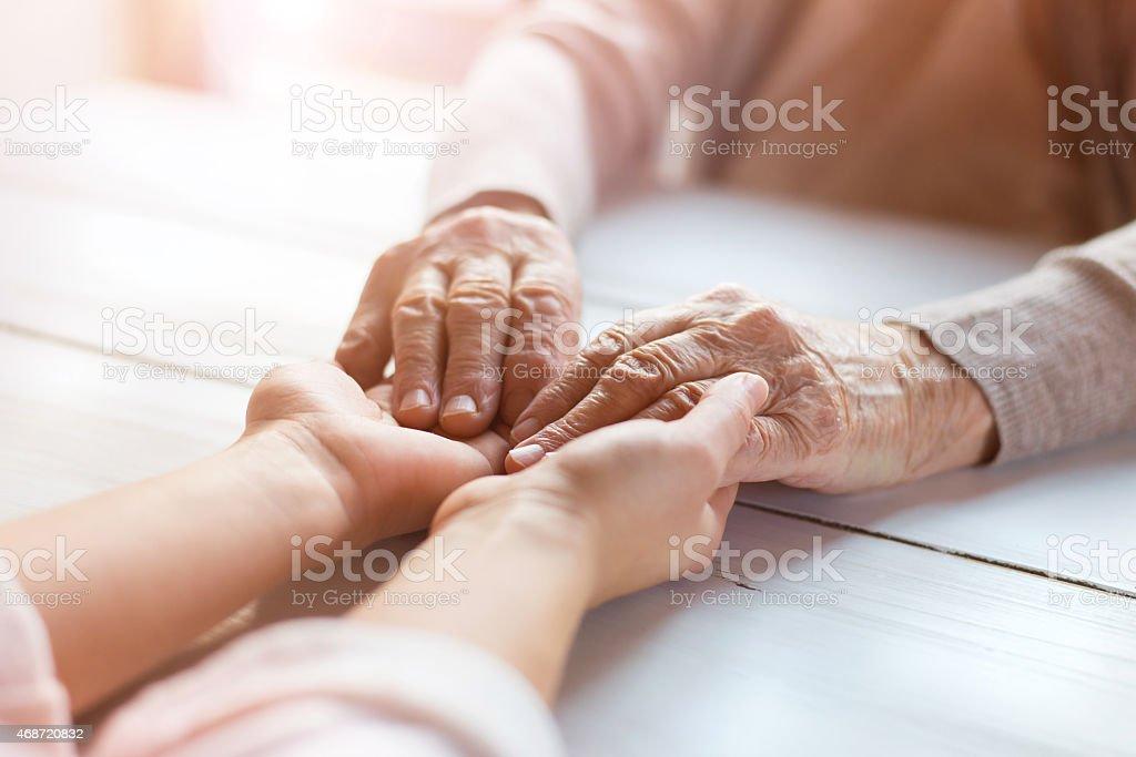 src=https://media.istockphoto.com/photos/up close photo of a senior womans hands being held picture id468720832?k=6&m=468720832&s=612x612&w=0&h=DOP2xe1QIa7yJZOcrxoXSEWp3JDibISOmLlXJdnkUvo= 4 Sebab Kenapa Nenek Sebelah Ibu Amat Penting & Istimewa Pada Cucu