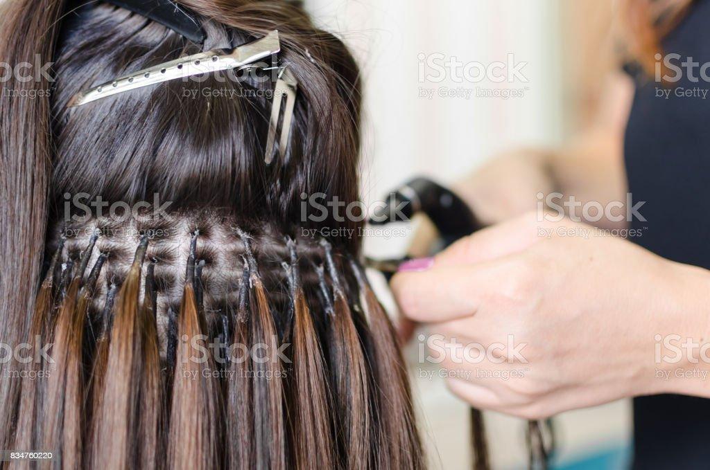 Atualizando o cabelo no salão - foto de acervo