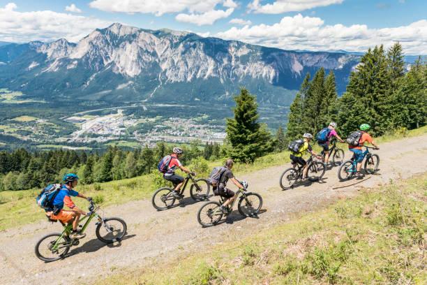 Bergauf Mountainbiking am Dreiländereck, Carinthia. – Foto
