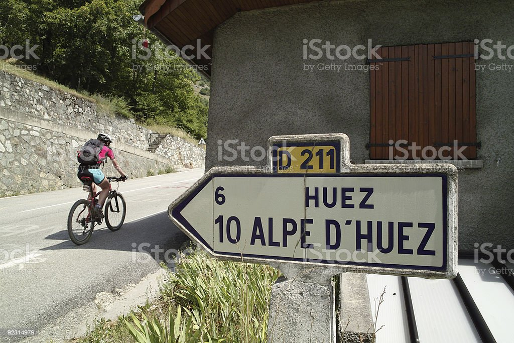 Uphill with bike on road D 211 to Alpe D'Huez foto