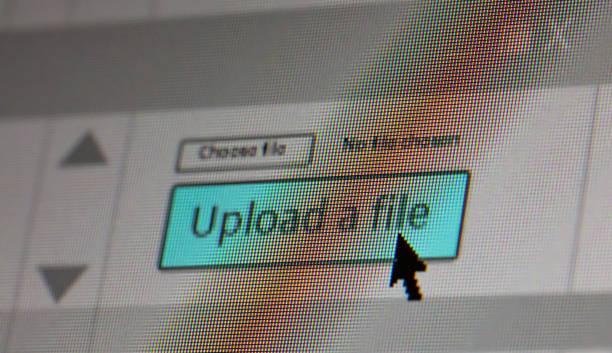 bilgisayar ekranında bir dosya yükleyin. çekim ekran görüntüsü, ekran pikselleri ve imleç işaretçisi - bilgisayardan yükleme stok fotoğraflar ve resimler