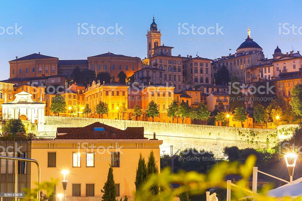 Parte superior town Citta alta, Bergamo, Lombardía, Italia - foto de stock