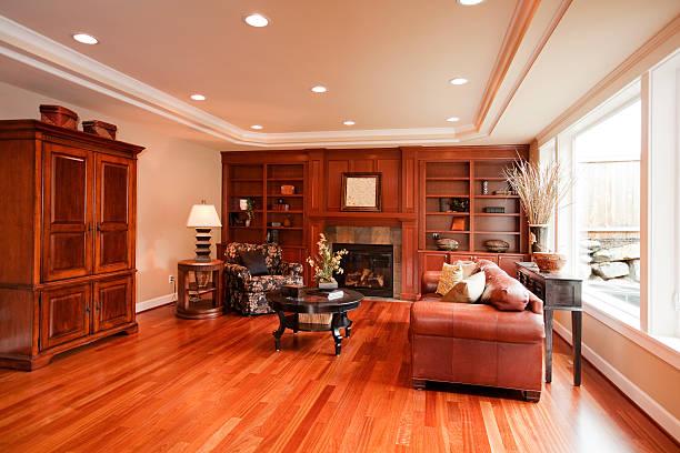 gehobene home interior mit holzböden - vitrinenschrank stock-fotos und bilder