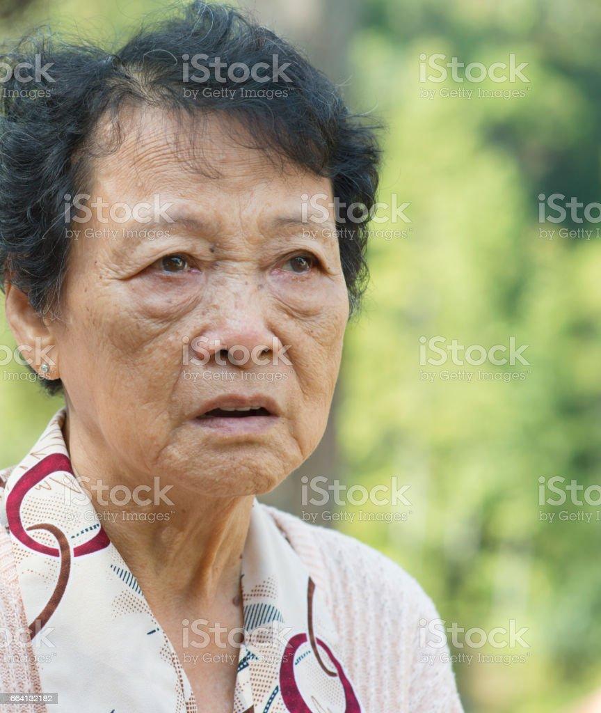 Upset Asian elderly woman foto stock royalty-free