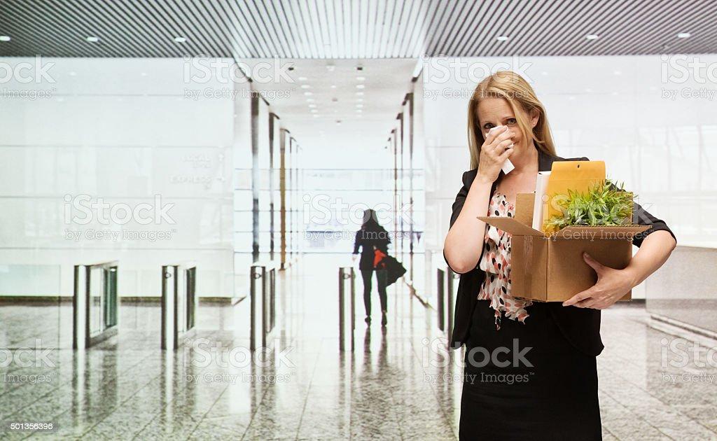 Verärgert Geschäftsfrau abgefeuert von Ihrer Arbeit – Foto
