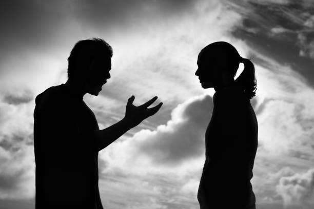 Verärgertes Paar streitet – Foto