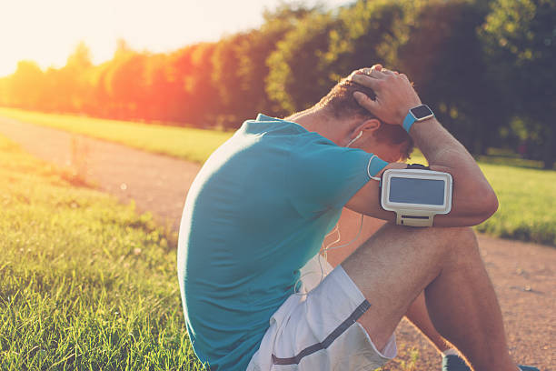 Upset man in the park after bad running results – Foto