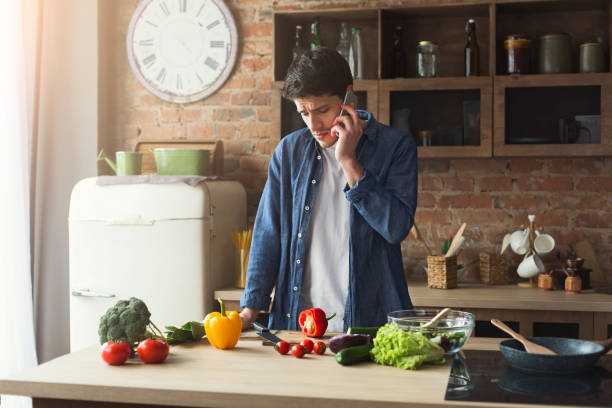 upset man preparing healthy food in the home kitchen - chef triste foto e immagini stock