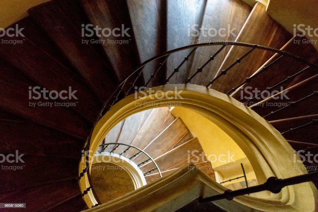 Ondersteboven bekijken van een wenteltrap - Royalty-free Architectuur Stockfoto