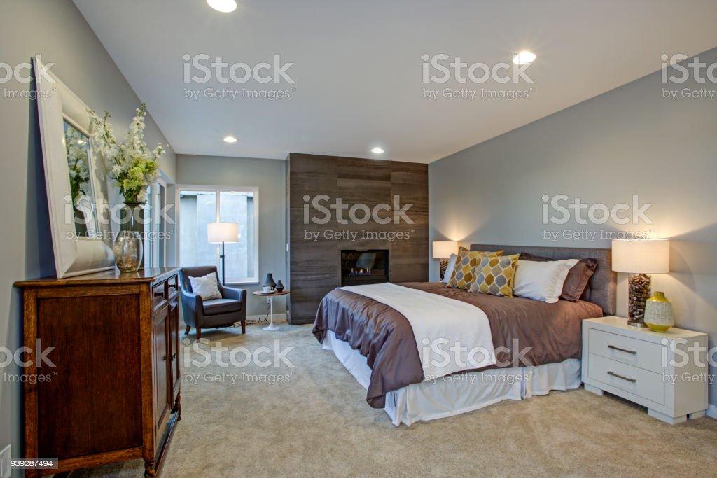 Im Obergeschoss Atemberaubende Masterschlafzimmer Mit Kamin ...