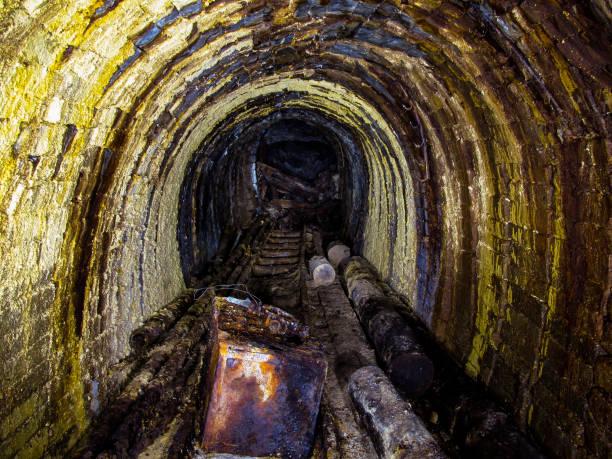 uranium mine - u bahn stock-fotos und bilder