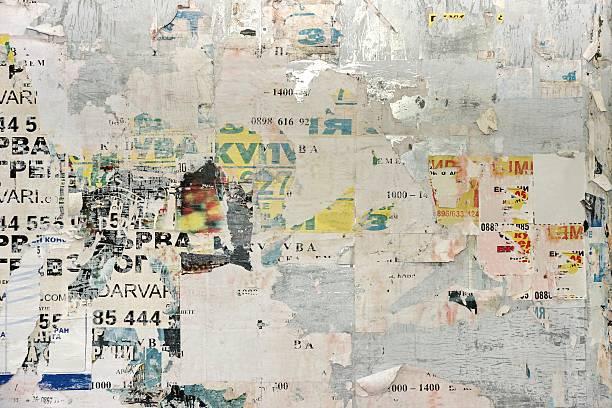 都会のビルボード/看板、古い紙のポスターています。 - street graffiti ストックフォトと画像