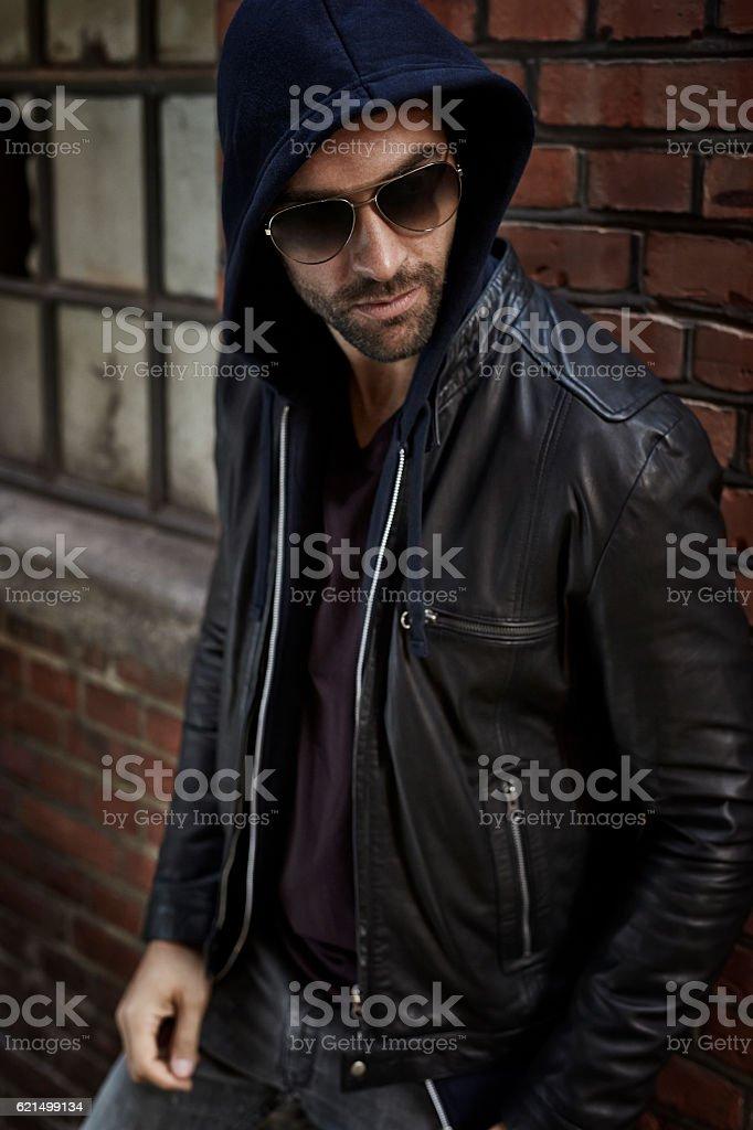 Urban cool dude in leather jacket, looking away Lizenzfreies stock-foto
