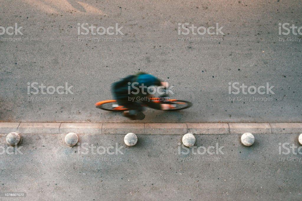 Urbane Radfahrer unterwegs – Foto