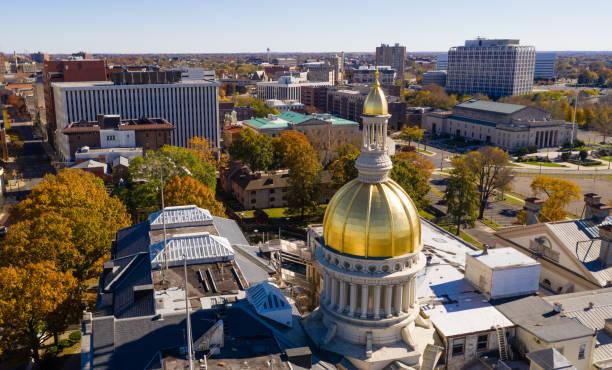 ダウンタウン都市スカイライン トレントンのニュージャージー州首都 - 柱頭 ストックフォトと画像