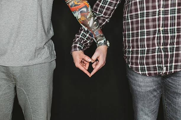 urban gay paar mit liebe - ehepaar tattoos stock-fotos und bilder