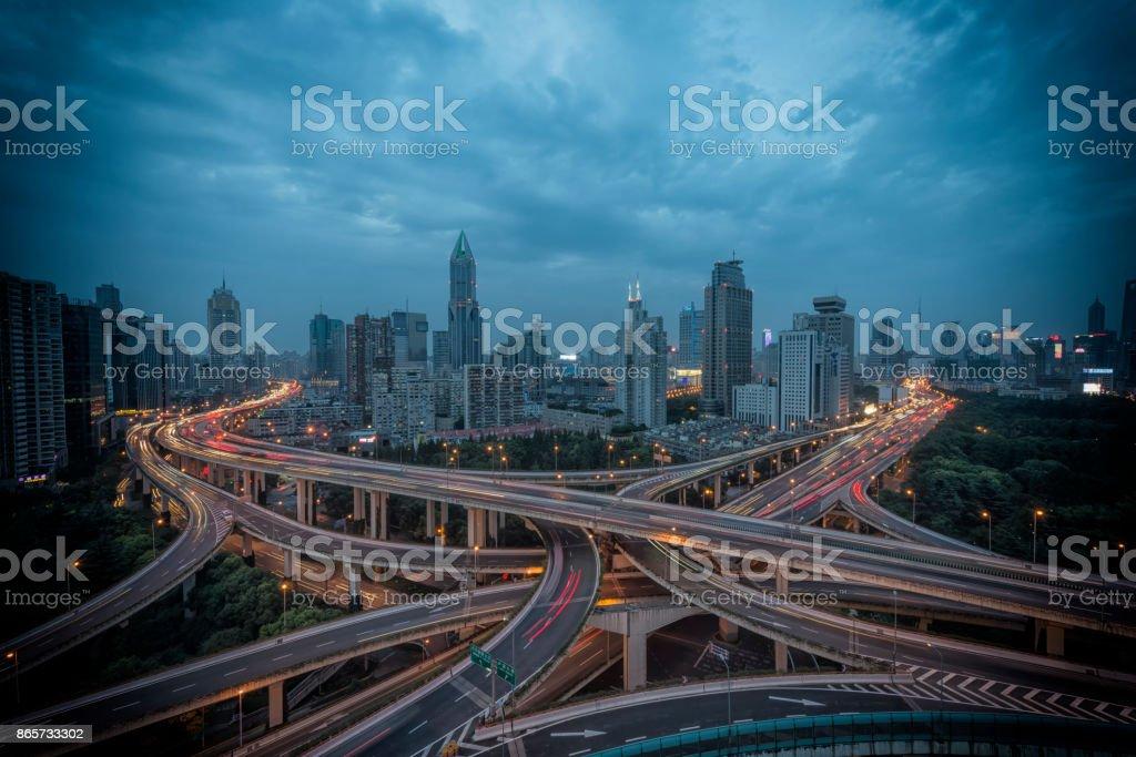 Städtischen Autobahn-Verkehr von shanghai bei Nacht – Foto