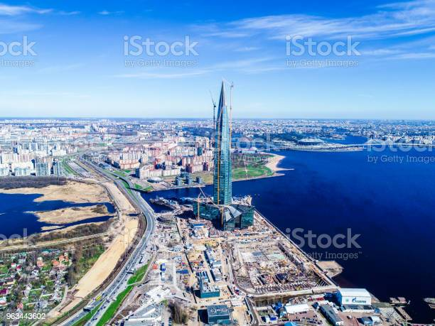 Kentsel Peyzaj Yüksek Katlı Bina Bay Ve Mavi Gökyüzü Stok Fotoğraflar & Avrupa'nin Daha Fazla Resimleri
