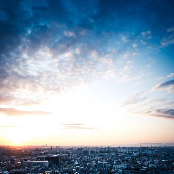 日本の都市景観 - 夜明け ストックフォトと画像