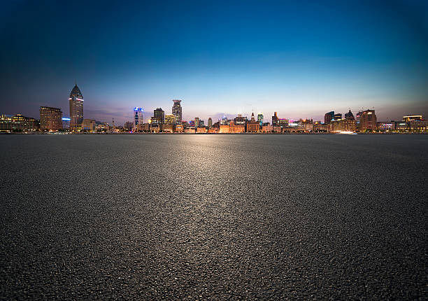 urban landscape - stadsweg stockfoto's en -beelden