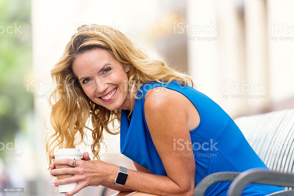 Urban Mature Blond Woman foto stock royalty-free