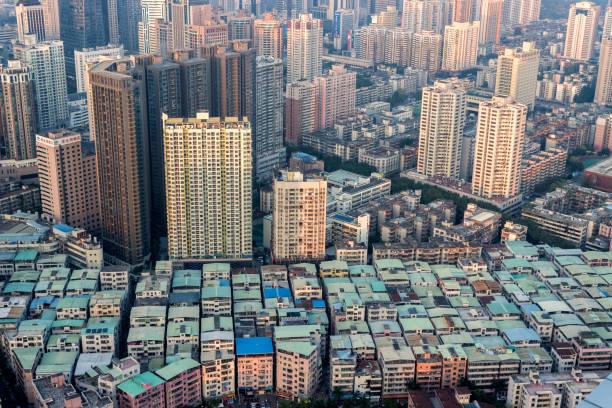 Arquitectura moderna urbana y pueblo en la ciudad de - foto de stock