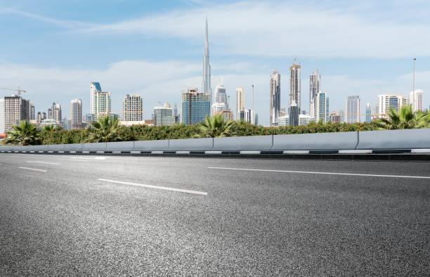 urban road - sheikh zayed road stock-fotos und bilder