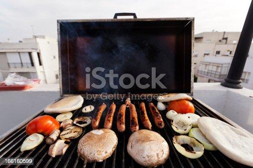 istock Urban Rofftop Grillin' 166160599