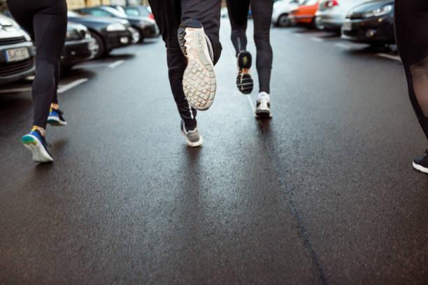 Urban Runner Joggen auf der Stadtstraße – Foto