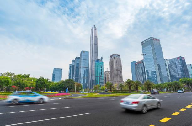 Paisaje urbano y tráfico rodado de Shenzhen Futian CBD - foto de stock