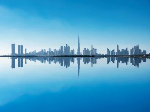 skyline von dubai - sheikh zayed road stock-fotos und bilder